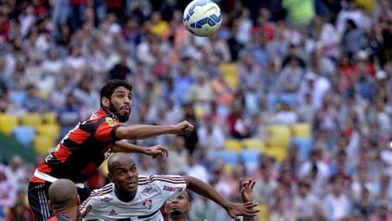 Wallace deu uma assistência com o braço para o 1º gol do Fla, marcado por Sheik