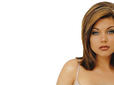 Gorgeous Actress Tiffani Thiessen Wallpaper