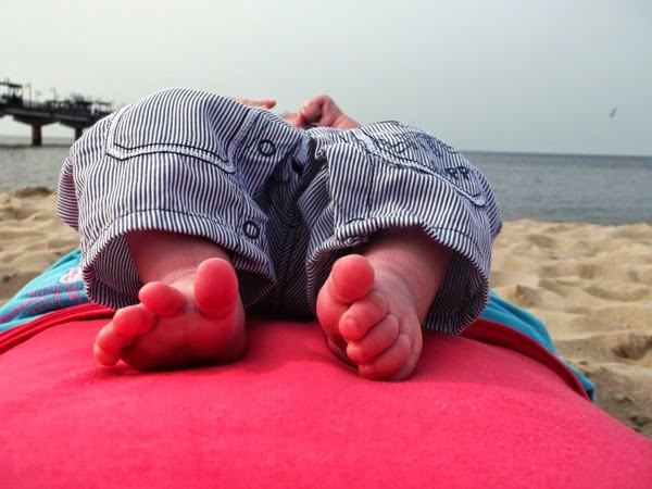 stópki maucha stópki maucha niemowlaka nad morzem na bosaka