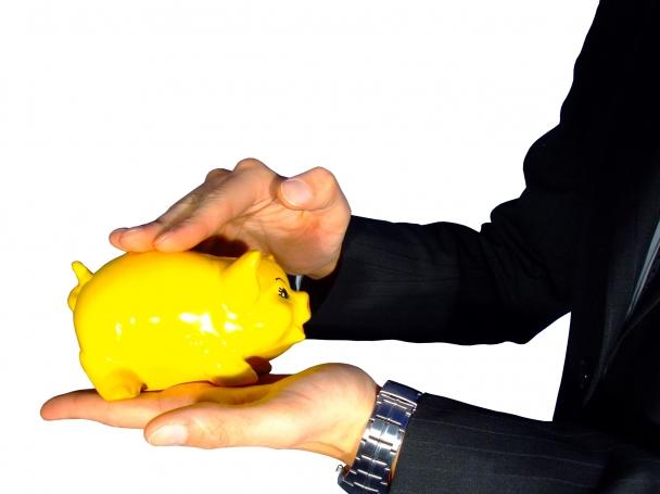 Дянков иска да наложи данък на спестяванията