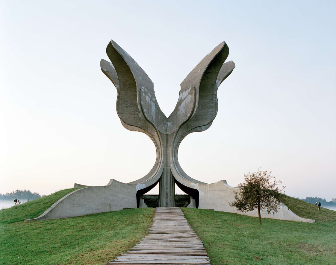 Construcciones socialistas de aspecto futurista Spomenik_09
