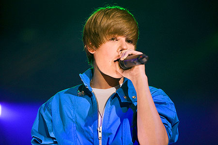 Justin Bieber Concerts 2011 on Dourdep  Justin Bieber Concerts 2011