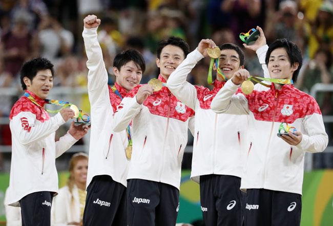 リオ五輪男子体操団体:日本(金)、ロシア[銀]、中国[銅]。
