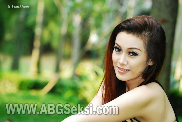 Foto Hot || Model Indonesia Ratu Frieska 2