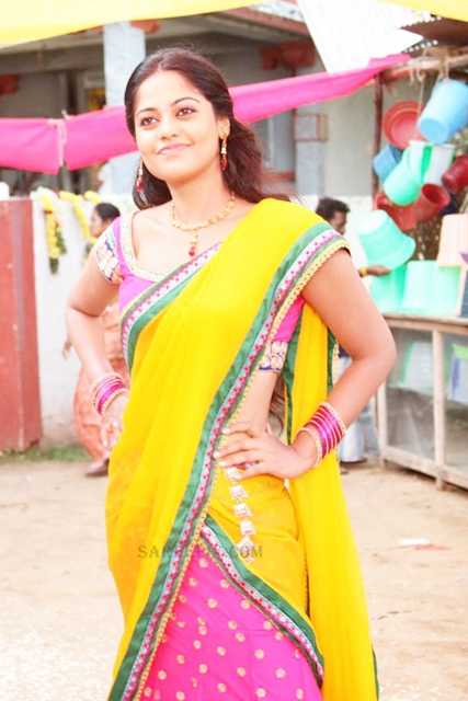 Bindu-madhavi-yellow-half-saree-Desingu-Raja-tamil-movie