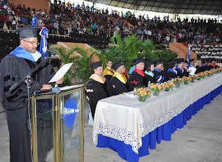Rector UASD plantea cruzada contra la violencia a la mujer en graduación de 613 nuevos profesionales del CURNE