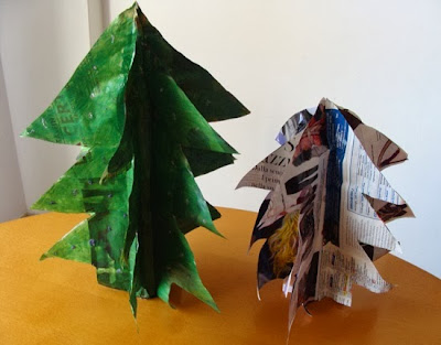 http://www.fabmums.com/2011/11/09/magazine-pages-christmas-tree/