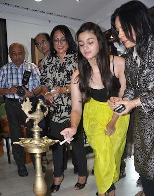 Alia Bhatt unveil the 'Splassh' painting exhibition