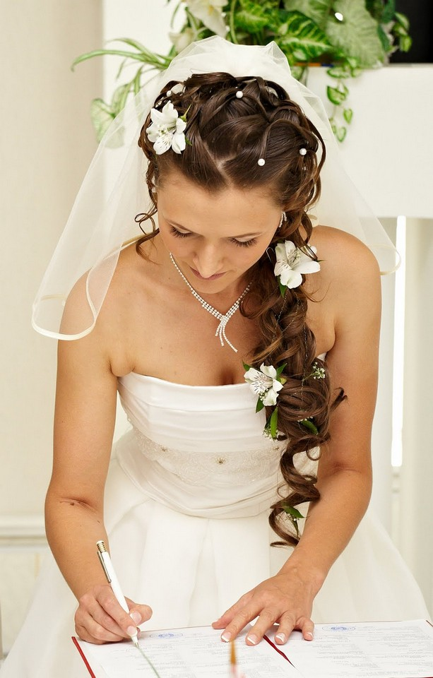 hairstyles with natural and fake flowers  Hope you will enjoyWedding Hairstyles For Long Hair With Flowers Braid
