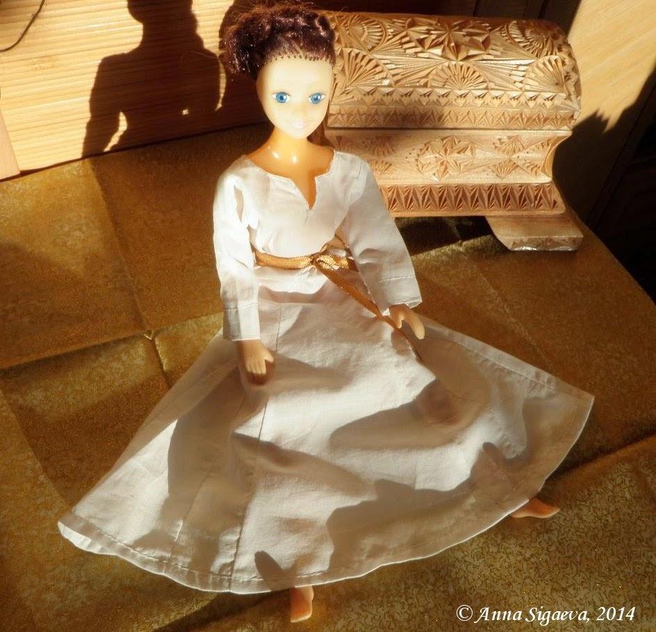 Кукла в средневековом платье