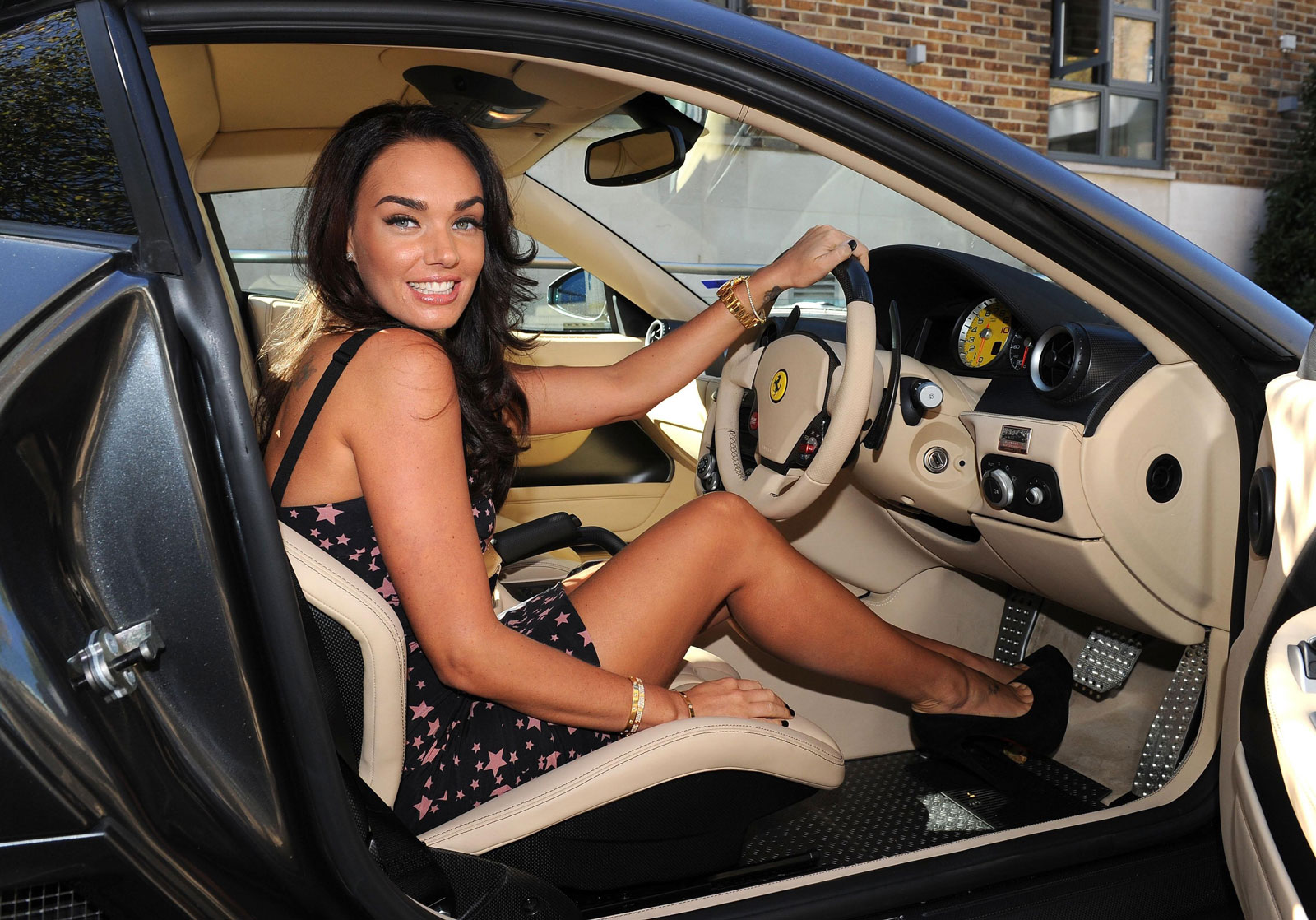 http://3.bp.blogspot.com/-7rqAO6vqneU/Tsge13kQK8I/AAAAAAAAA5s/49_p-1G6KPc/s1600/Tamara-Ecclestone-Poses-with-Ferrari-599-for-Billion-Girl-Show-1.jpg