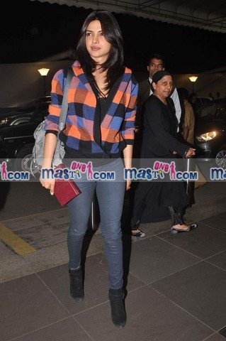 Priyanka Chopra at International Airport1 - Priyanka Chopra Snapped At International Airport in Top & Jeans