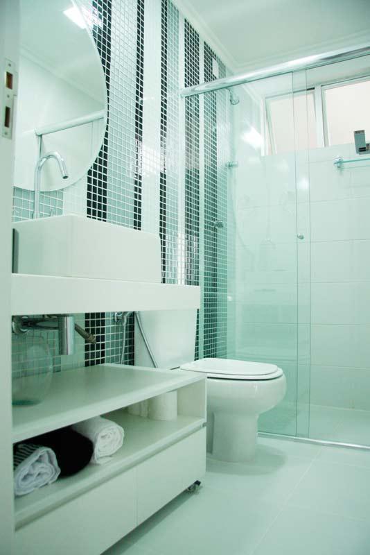 decoracao interiores banheiros pequenos : decoracao interiores banheiros pequenos:Dica d+: Se o seu chuveiro parece mais um conta gotas, basta comprar