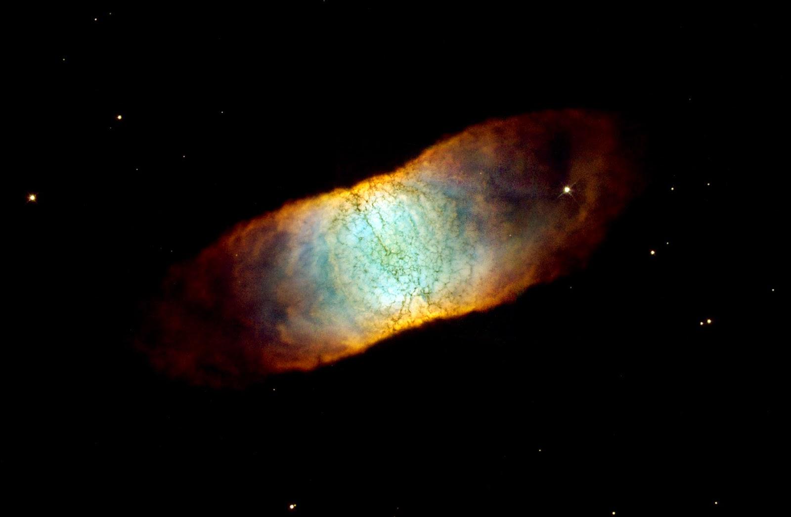 IC 4406 : Dört Köşeli Görünüme Sahip Bir Bulutsu