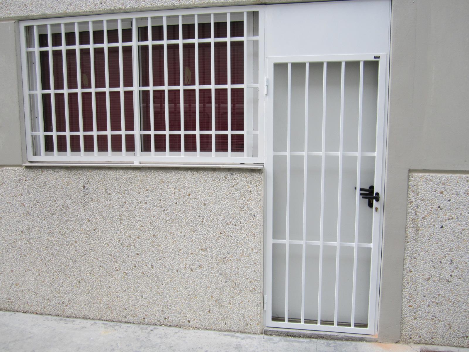 verja y puerta metalica de seguridad para nave industrial