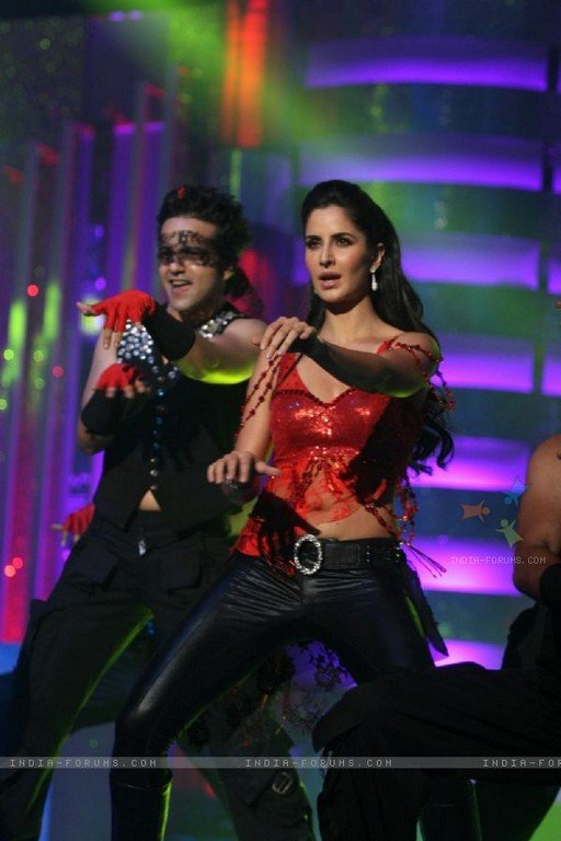 Katrina Kaif HOT Stage Performance Pic1 - Katrina Kaif HOT Stage Performance Pics