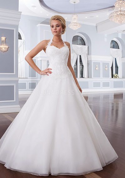 Darcy Emma Dress Shopping Guide For Small Busted Brides