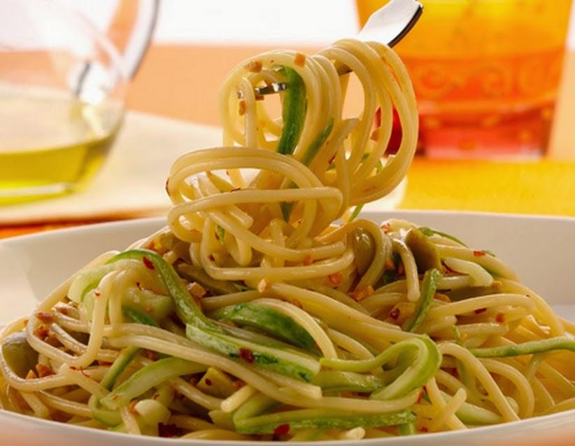 Espaguete ao Alho e Óleo com Abobrinha (vegana)