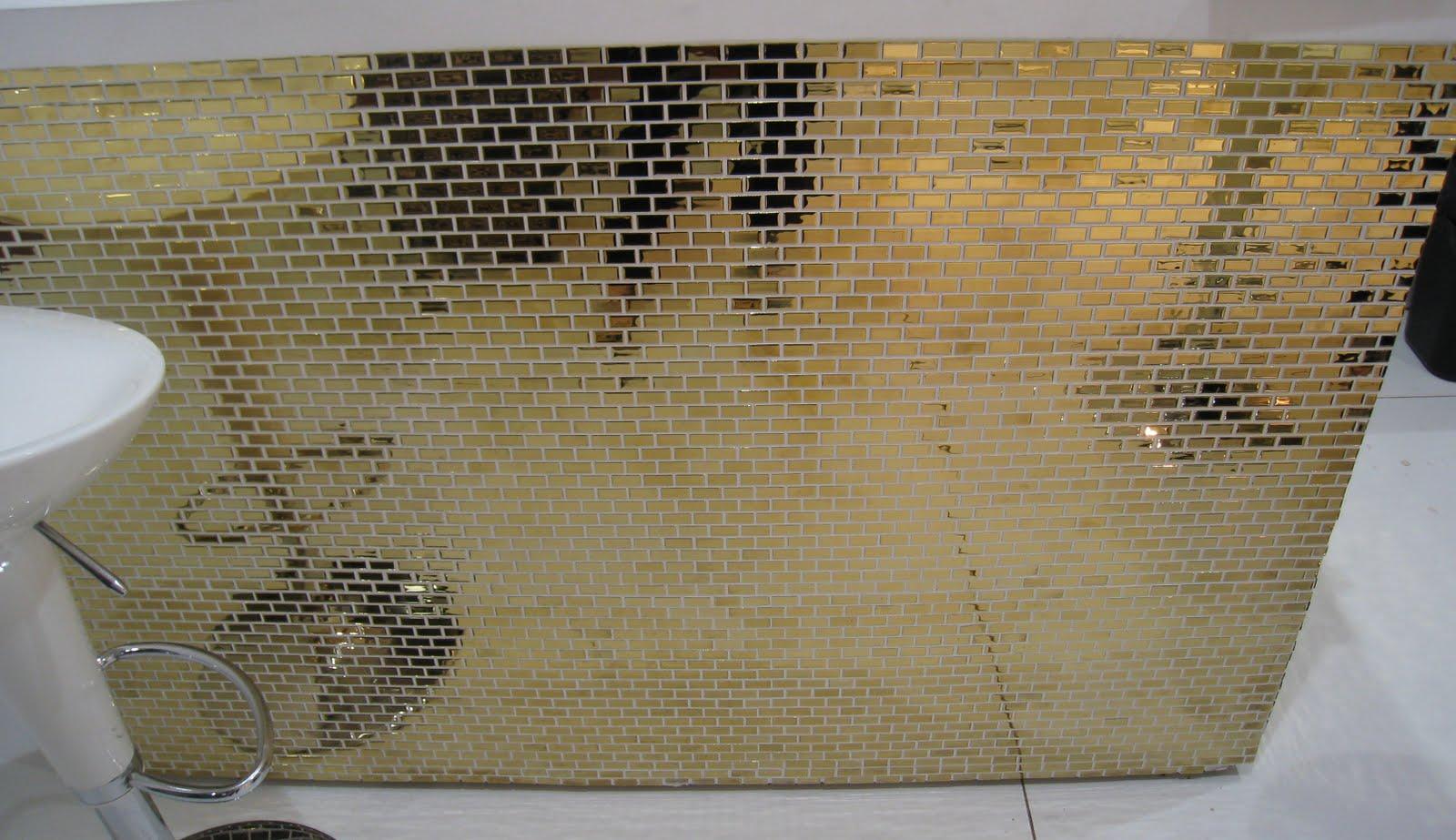 Pastilha Dourada formato tipo tijolinho fashion! #927239 1600x923 Banheiro Com Pastilhas Douradas