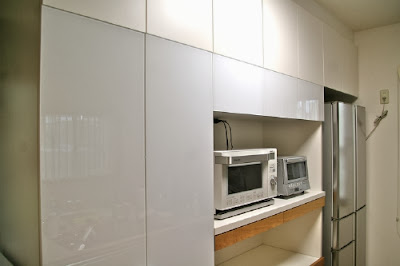http://www.acore-products.com/orderfurniture/const/whiteglass-oak-kitchen.html