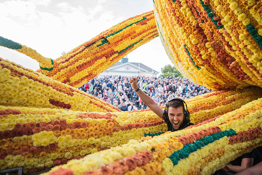 This year's theme is Vincent Van Gogh - 19 Giant Flower Sculptures Honour Van Gogh At World's Largest Flower Parade In The Netherlands