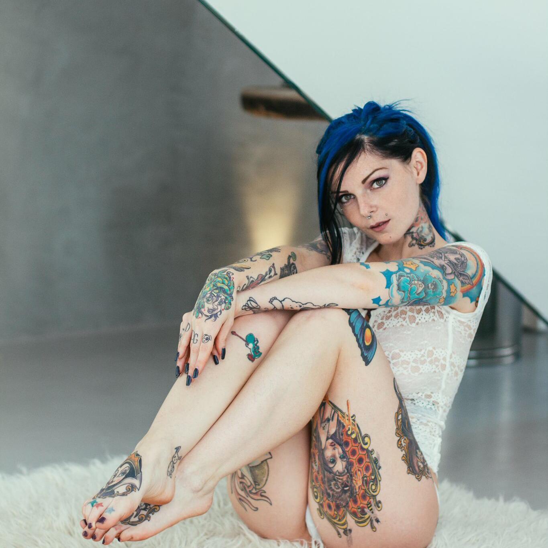 riae suicide nude