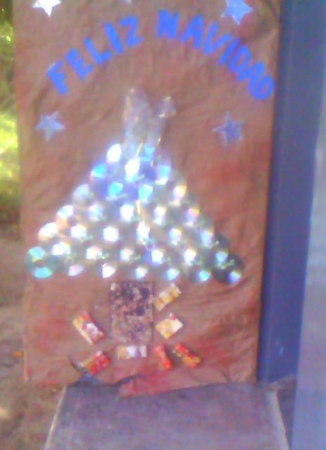 Cajitas de sue os puerta decorada navide a for Puertas decoradas navidad material reciclable