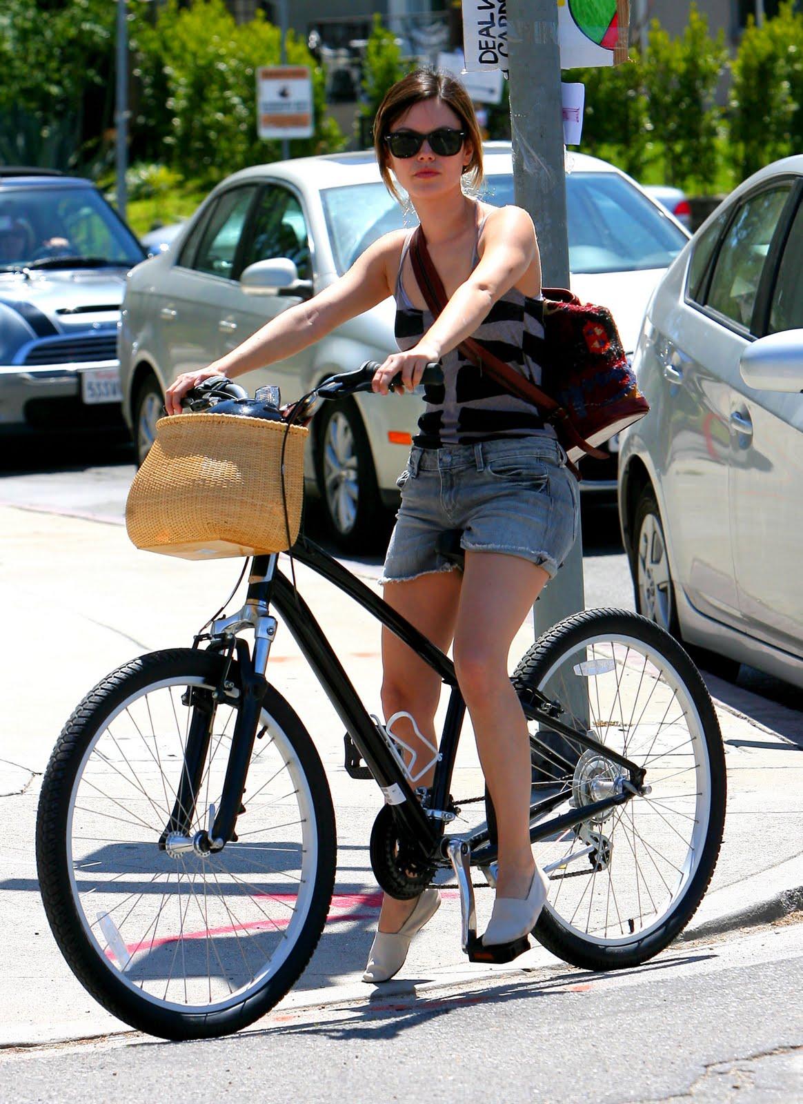 http://3.bp.blogspot.com/-7tTSQi8znu0/Taya9SW43oI/AAAAAAAAC5M/bn-XnQE6x18/s1600/28185_Preppie_Rachel_Bilson_bike_riding_in_Sherman_Oaks_28_122_337lo.jpg