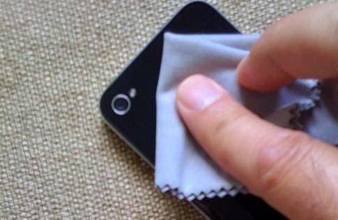 Cara membersihkan Ponsel