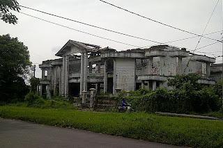 Gambar Rumah Hantu Darmo Surabaya