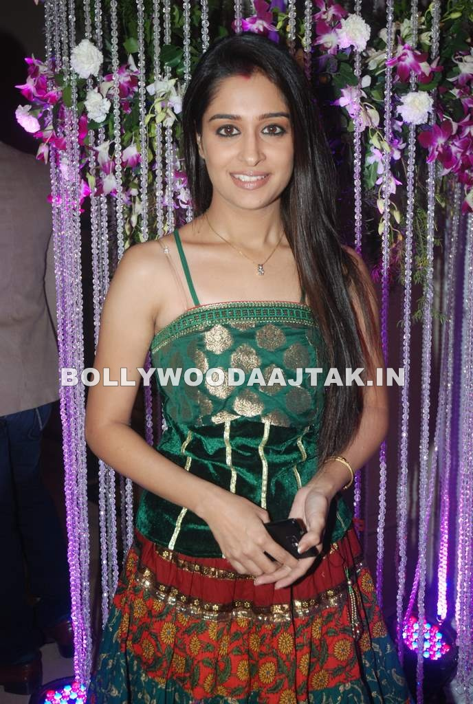 Sasural Simar Ka 150 Episodes Bash - SEXY KAREENA PICTURES - Famous Celebrity Picture