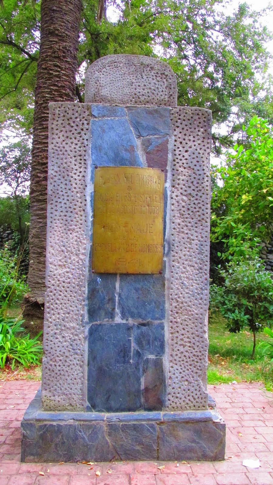 Monolito que indica lugar en que estuvo la casa de O'Higgins