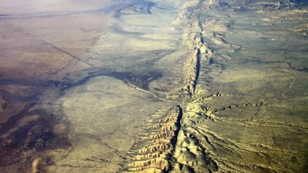 gempa bumi, cahaya gempa