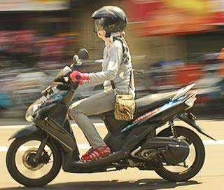 tips melindungi kulit saat mengendarai sepeda motor