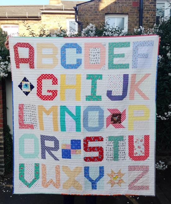 http://3.bp.blogspot.com/-7uNTJs3qrFc/VjNohJxvsyI/AAAAAAAAGGQ/hN4L-GCGCt0/s1600/spell_it_with_Moda_quilt_Jessie_Fincham_1.JPG