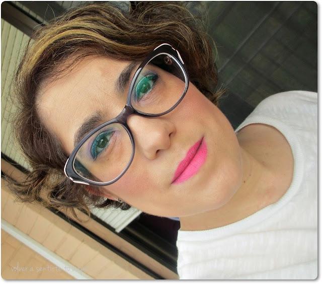 Maquillaje en amarillo y morado