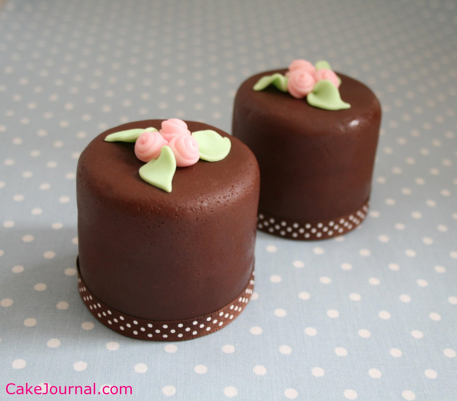 Mini Cake Recipes With Pictures : Embrace Couture: My brain is screaming for a mini cake...
