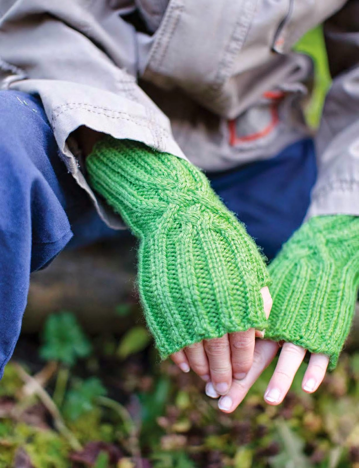Back hand hitch fingerless mitt pattern by Katya Frankel