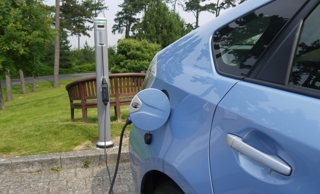 Toyota Prius Plug-in plus charging post