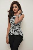 Vithika sheru latest glam pics-thumbnail-17