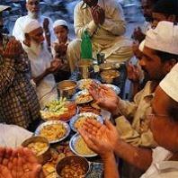 Gambar Amalan Sunnah yaitu Makan sahur dan mengakhirkannya di Bulan ramadhan