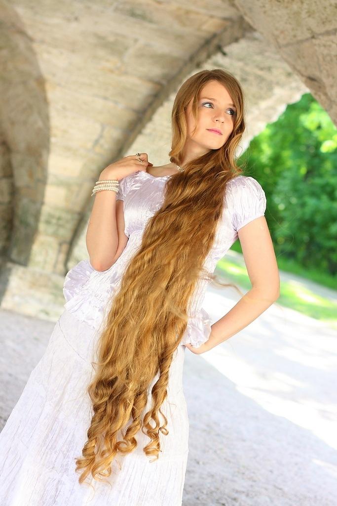 Sweet Knee Length Long Hair Model photos images