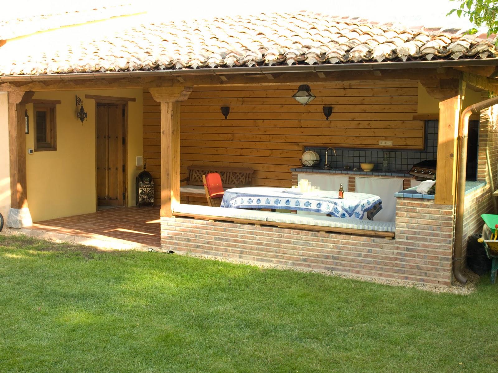 Pope carpinter a tradicional porche merendero for Fotos de barbacoas de obra para jardin