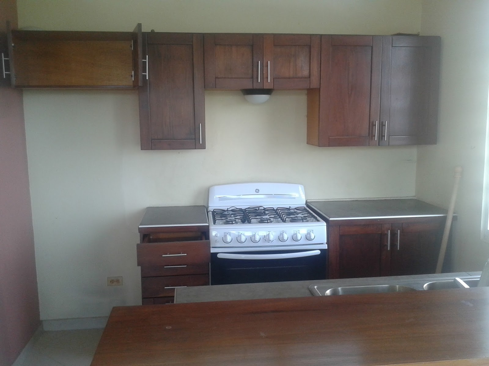 Appartement meuble a louer a pacot immobilier en haiti for Meuble johnson