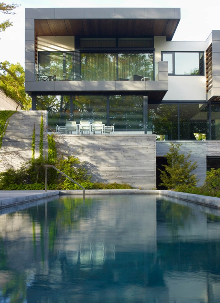 Modern mansion by Belzberg Architects Group from the swimming pool