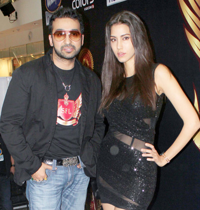 Raj Kundra and Mallika Haydon at the Super Fight League - Raj Kundra and Mallika Haydon at the Super Fight League