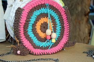 bolso caracol algodón, metal, cuero y madera
