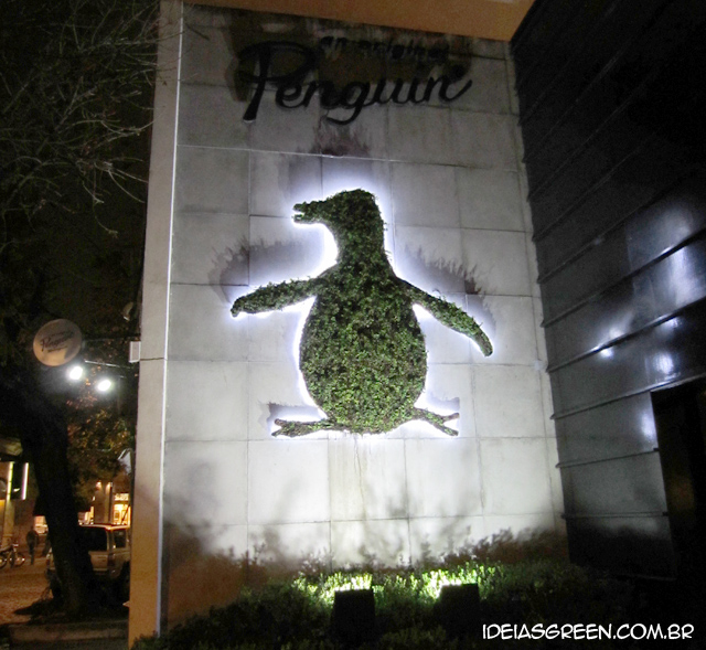 Loja tem logo feita de plantas na fachada - Argentina Penguin