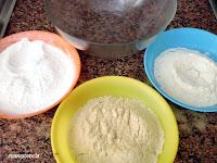 tres platos con ingredientes secos