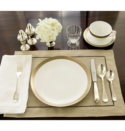 Cosmogirl 39 s emporium table setting inspiration for Casual dinner table setting ideas